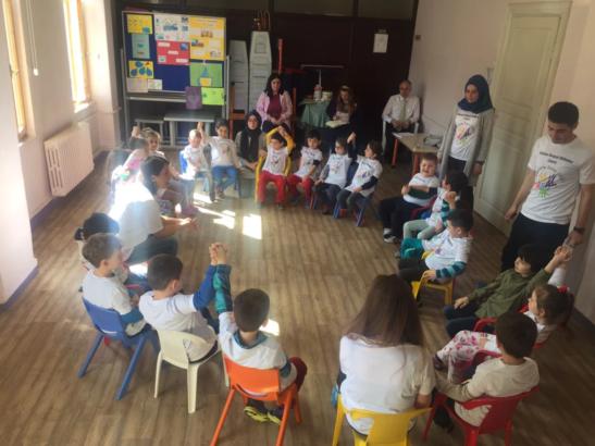 """Trabzon Sosyal Bilimler Lisesi öğrencileri """"Bırak Çocuk Kalayım"""" faaliyetiyle okul öncesi öğrencilerinde..."""